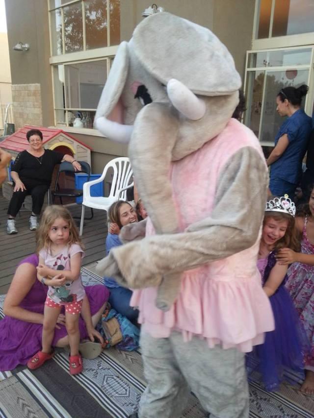 אפילו אותי הצליחו להלביש בתחפושת פיל