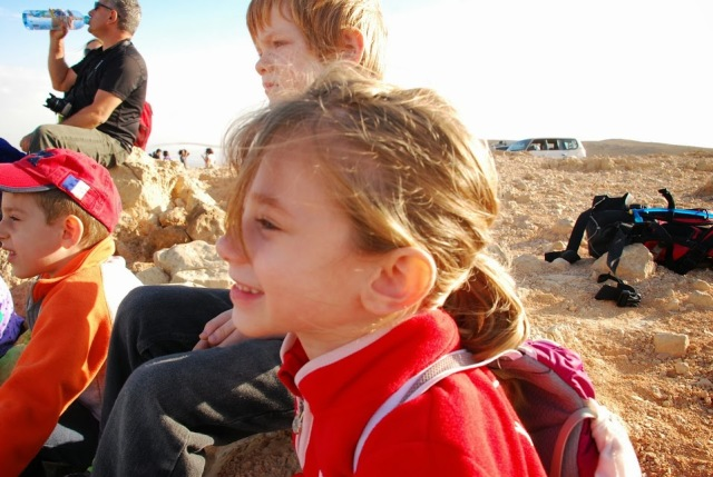 הילדים מאזינים למדריך הנודניק