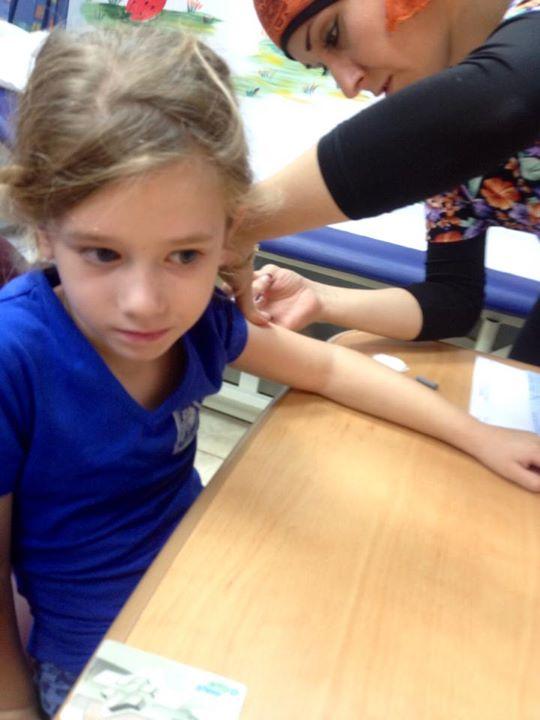 דר מקבלת חיסון שפעת